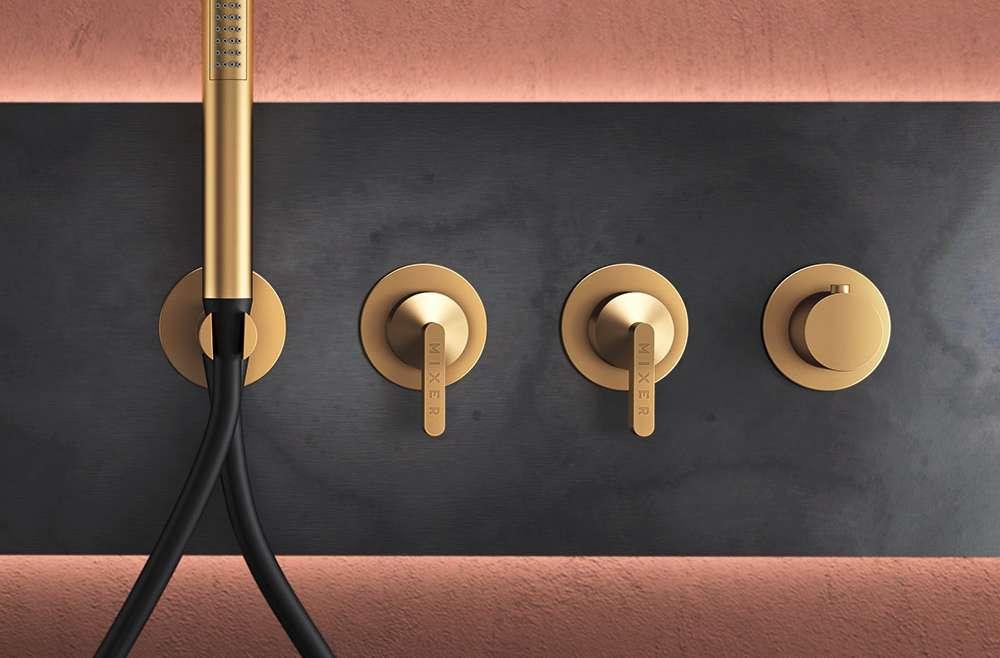 KOE' Una collezione dal taglio industriale nella quale la funzionalità  acquista un look raffinato.