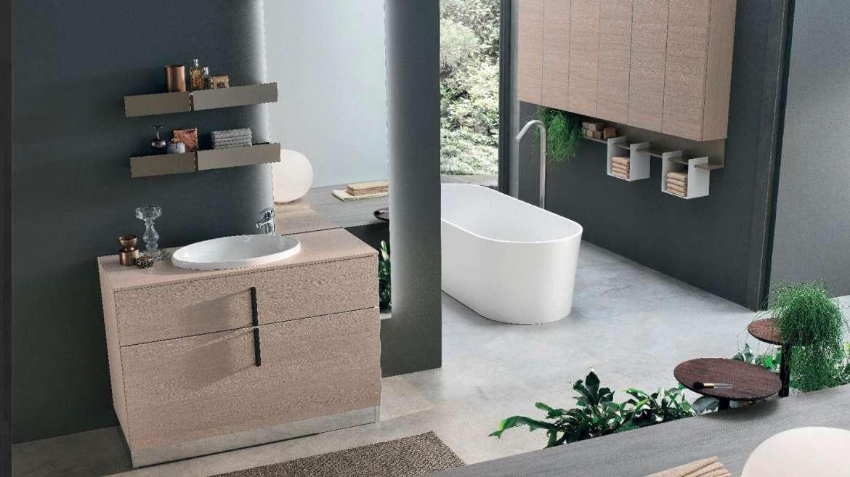 Composizioni che uniscono estetica e funzionalità, adattandosi ad ogni spazio. Visita il nostro show room e scopri la soluzione più adatta al tuo bagno.